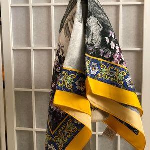 Dolce & Gabbana Accessories - NEW DOLCE & GABBANA SILK PRINT SCARF/WRAP/FOULARD